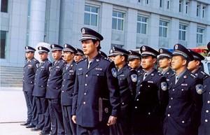 8、钟镇涛饰演《生死快车》铁路公安局长聂正